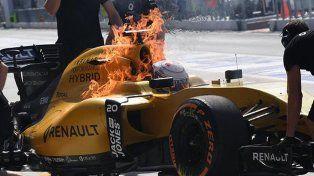 El piloto de F1 Kevin Magnussen logró salir de su auto antes de prenderse fuego