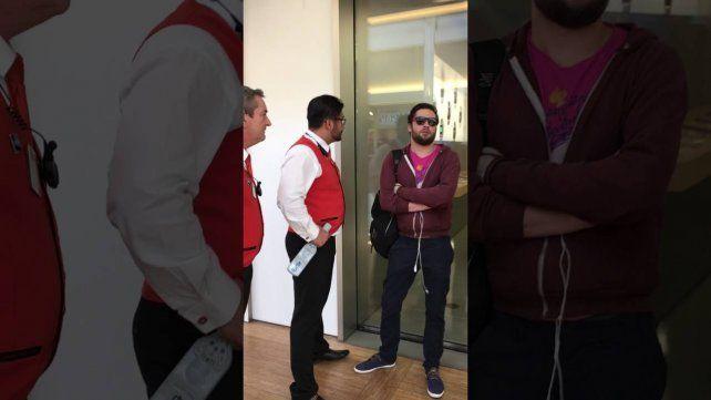 Viral: entró a un Apple Store furioso y destrozó todos los iPhones