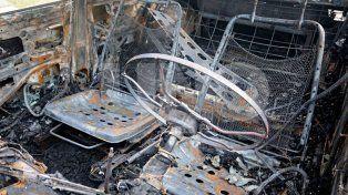 Incendiaron un auto y explotó el tubo de GNC