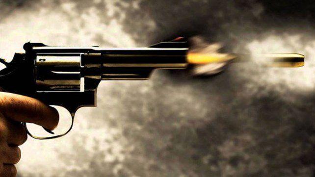 Policía jugaba a las cartas y mató a tiros a su rival