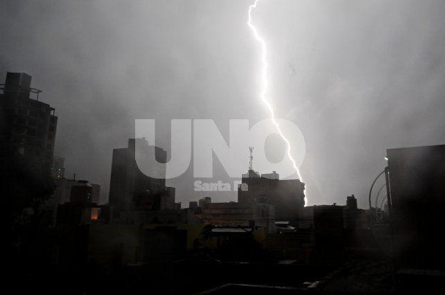 Alerta por tormentas fuertes, granizo e intensa actividad eléctrica para Santa Fe