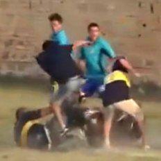salvaje golpiza a un arbitro y a policias en una liga formosena