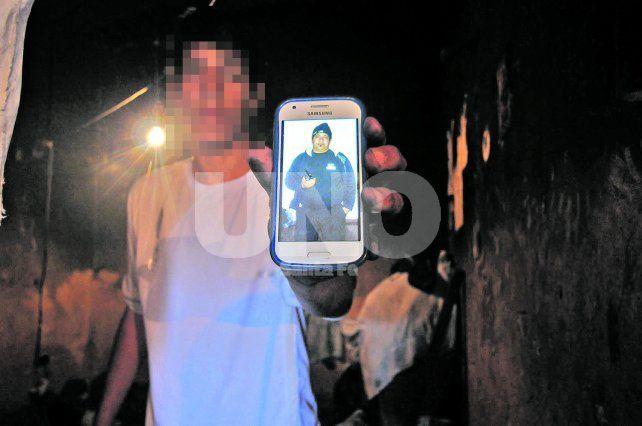 Plasmado en una foto. El registro fotográfico fue lo único que les quedó a los hijos de su padre.