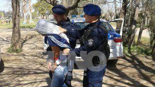 El delincuente fue detenido debajo de la cama de su tía