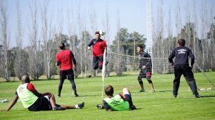 El plantel sabalero se entrenará este miércoles en el predio y allí Paolo Montero confirmará la alineación titular.