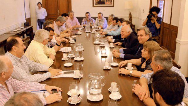 El gobernador recibió la semana pasada a la Comisión Intersindical del Sector Público.