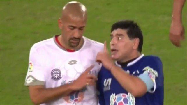 Inesperado: escandalosa pelea entre Maradona y Verón en el partido por la Paz
