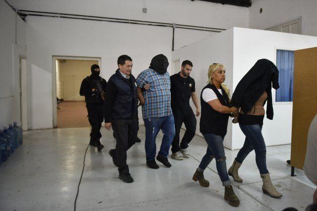 Operativo. Unos 200 efectivos realizaron ayer una veintena de allanamientos en sectores muy exclusivos de la ciudad. Foto: La Capital/Celina Mutti Lovera