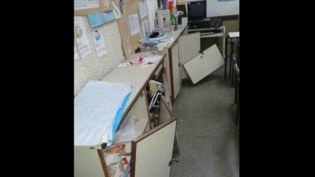 Un grupo de vándalos destruyeron escuela e hicieron caca en la cocina