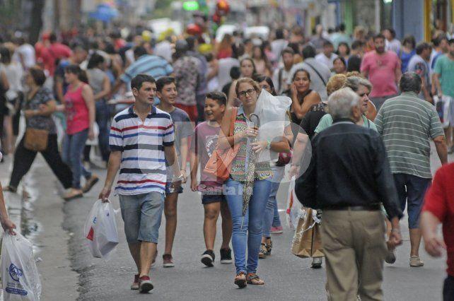 Margen. Los comercios prevén que el pico de ventas se dé este sábado por la tarde.