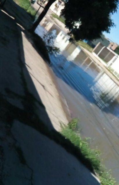 Después de varias horas sin lluvia, vecinos reclaman agua estancada