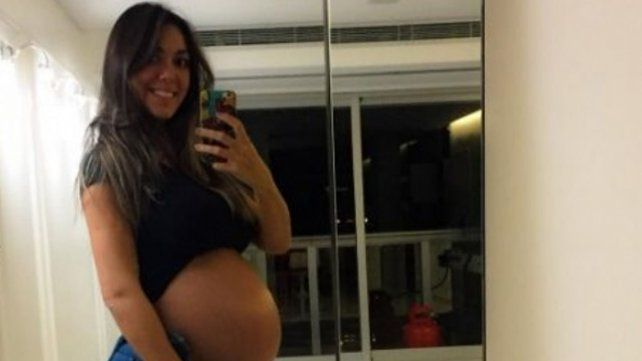 ¿Y la panza?: Floppy Tesouro mostró su lomazo a un mes de ser mamá. Las fotos