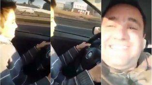 Padre irresponsable: le enseña a su hijo de 12 años a manejar en la autopista