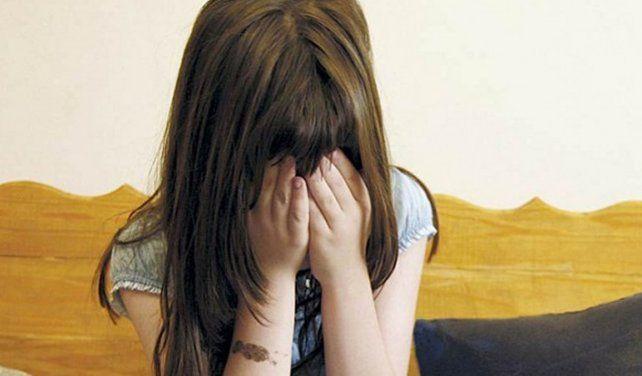 Detuvieron a una mujer por observar cómo su pareja abusaba a su hija de 10 años