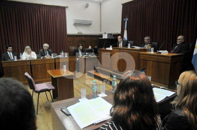 A primera hora. El debate se inició a las 8 en la Sala VI del primer piso de los tribunales penales de Santa Fe.