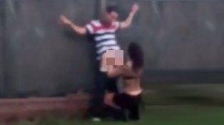Detuvieron a una pareja por practicar sexo oral en la calle
