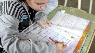 En las escuelas. Los alumnos de 5º año –que hoy seguirán rindiendo– detectaron algunas dificultades en las pruebas sobre contenidos específicos que no se ven en la orientación que eligieron.