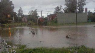 Así se encontraba esta mañana las calles de Arroyo leyes. La foto fue enviada a UNO Santa Fe en Twitter por @Juani18t.