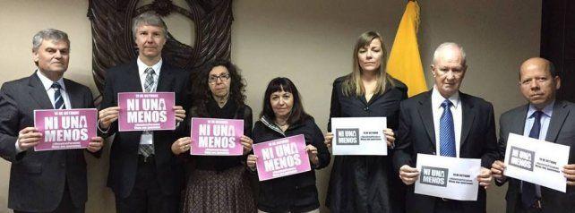 Desde Ecuador, Raúl Lamberto se sumó a las manifestaciones contra los femicidios en la Argentina