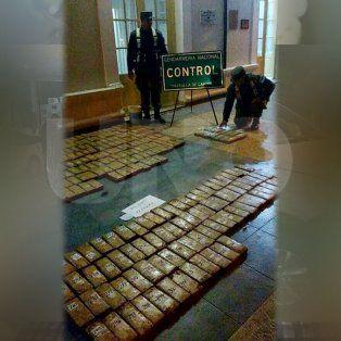 Llevaban escondidos 203 kilos de droga debajo del asiento de su hijo