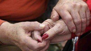 Los hombres que recibieron más cariño de chicos tienen matrimonios más largos