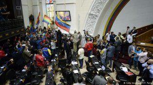 tension en venezuela: chavistas tomo por asalto el edificio de la asamblea nacional