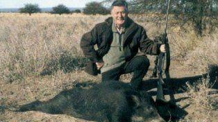La imagen publicada de Lucho Avilés junto a un animal muerto.