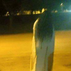 Terror por la aparición de La Llorona en una plaza santafesina