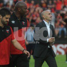 Paolo Montero junto al resto de su cuerpo técnico analiza otras alternativas para conformar el equipo titular.