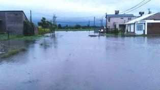 Clases suspendidas y emergencia hídrica en Villa Ocampo y Las Toscas