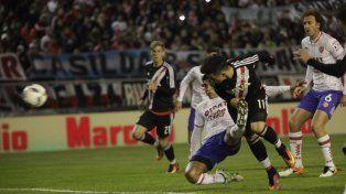 Sebastián Driussi marcó el primer tanto el partido a la salida de un córner
