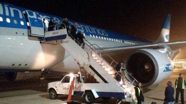 Pánico en Ezeiza: explotó la turbina de un avión de Aerolíneas Argentinas