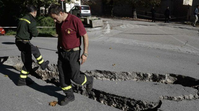 Decenas de heridos en Italia por nuevo terremoto,  el más potente en décadas