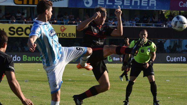 Colón volvió al triunfo ante Atlético de Rafaela, con goles de Conti y Sandoval