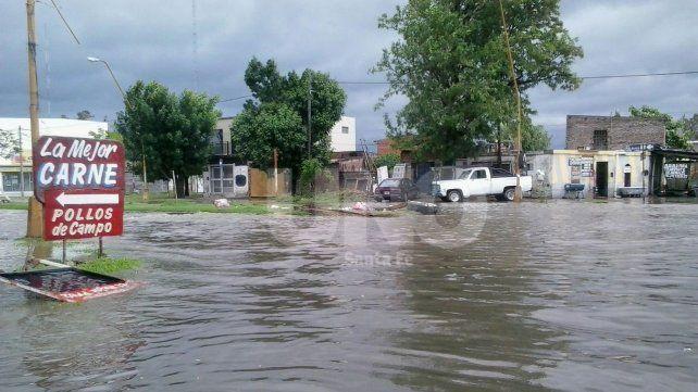 Así estaba esta mañana la esquina de Avenida Facundo Zuviría y Vieytes.