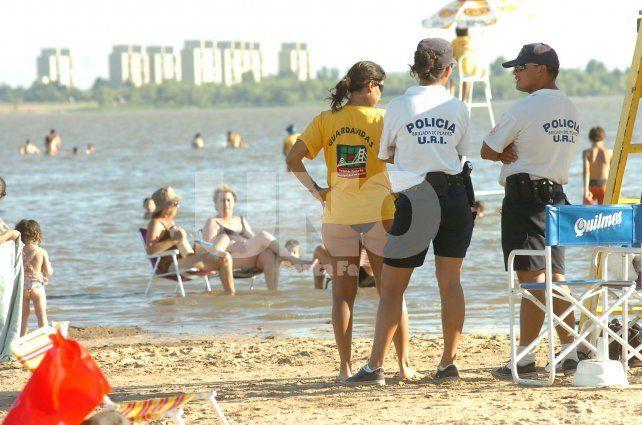Balnearios. Quieren garantizar la presencia policial en playas de todo el territorio santafesino.