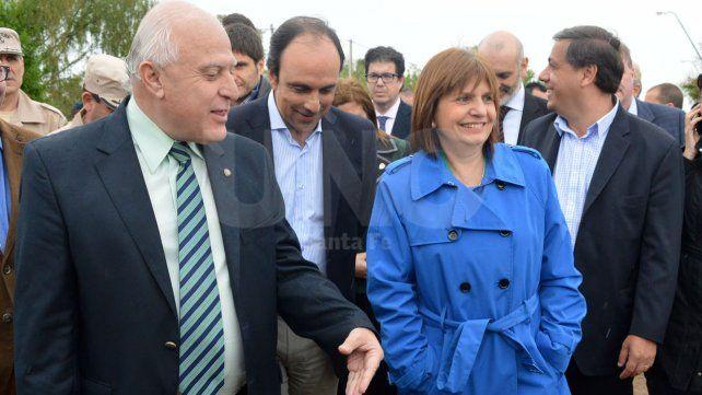 La ministra de seguridad de la Nación junto al gobernador y el intendente el día del arribo de las Fuerzas Federales a la ciudad