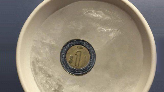 ¿Por qué deberías poner una moneda en el freezer?