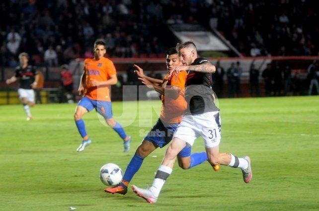 El lateral izquierdo Raúl Iberbia quedó descartado para jugar ante Arsenal debido a una tendinitis rotuliana.