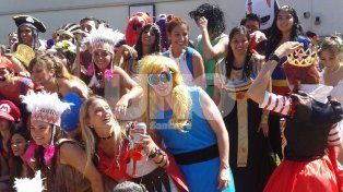 Los futuros médicos de la UNL hicieron la tradicional cruzada por las calles santafesinas