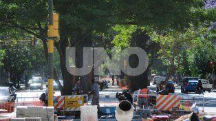 Despeje. El municipio procede a retirar las columnas del cantero.