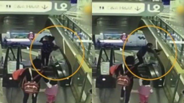 Una abuela dejó caer a su nieto desde una escalera mecánica y lo mató