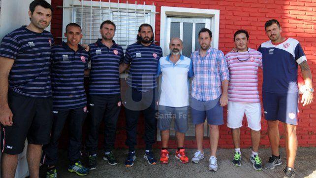 Juan Pablo Pumpido junto a su grupo de trabajo y el dirigente Marcelo Piazza