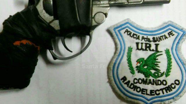 El arma secuestrada al delincuente