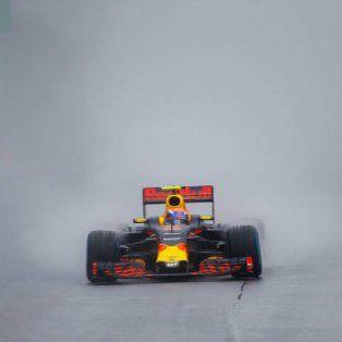 increible maniobra de un piloto de 19 anos de la f1