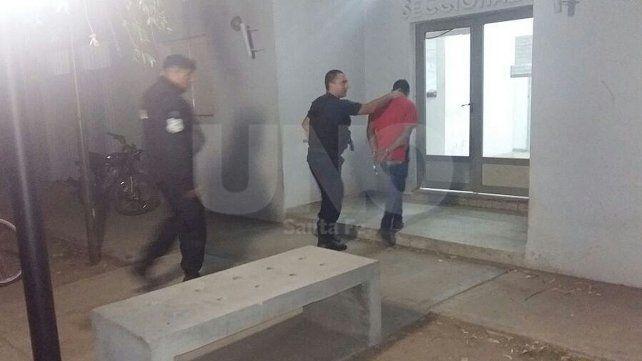 Detuvieron a un joven armado en las calles de barrio Yapeyú