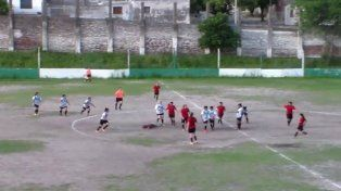 Tremenda trompada en partido de fútbol femenino en Córdoba
