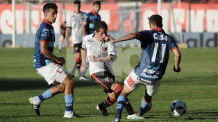 Nicolás Silva fue figura en el cotejo ante Arsenal jugando como carrilero por el sector izquierdo.