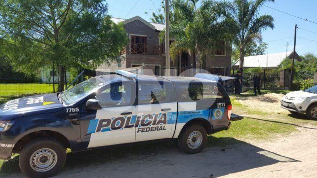 Detención. Durante el allanamiento a la vivienda de Colastiné fue aprehendida una mujer de 39 años con dos armas de fuego.