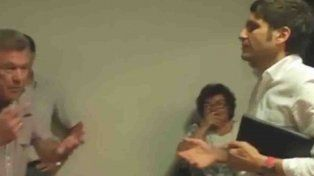 momentos de tension se vivieron durante una conferencia del ministro pullaro en villa ocampo